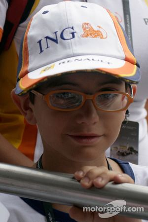 A young Renault fan