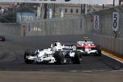 Nick Heidfeld, BMW Sauber F1 Team leads Timo Glock, Toyota F1 Team