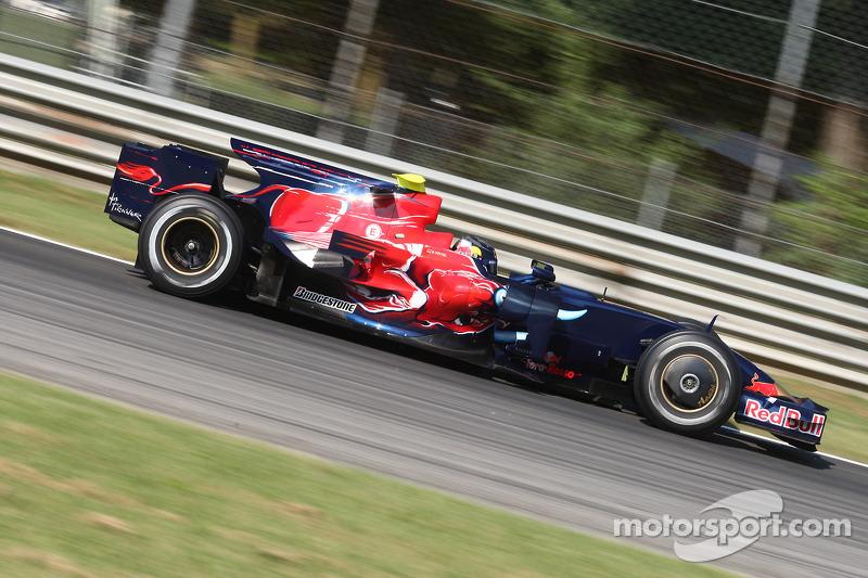 2008: Toro Rosso STR3 Ferrari (13 Гран При, одна победа, 6-е место в КК)
