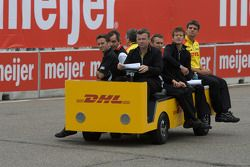 Track inspection: Romain Dumas, Timo Bernhard and Patrick Long