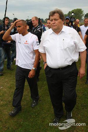 Lewis Hamilton et Norbert Haug