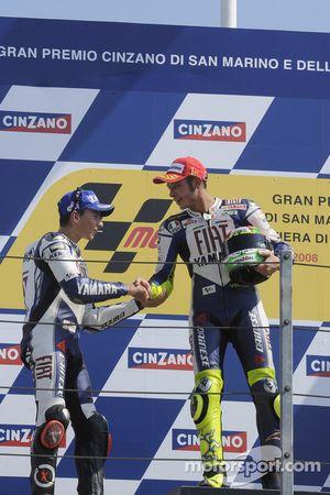 Podium : victoire de Valentino Rossi devant Jorge Lorenzo