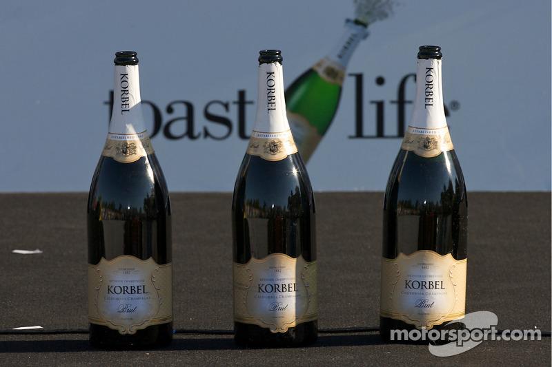 По легенде, по ходу той гонки Гу употребил от полутора до шести бутылок шампанского вместе со своим механиком. Год спустя гонщикам официально запретили пить алкоголь до и во время заездов