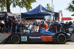 Pit stop for #66 de Ferran Motorsports Acura ARX-01B Acura: Gil de Ferran, Simon Pagenaud