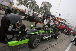 La voiture d'Ernesto Viso est prête pour la session d'essais