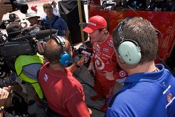Scott Dixon, vainqueur de la pole position, en interview