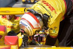 Pit stop practice for #7 Penske Racing Porsche RS Spyder: Romain Dumas, Timo Bernhard