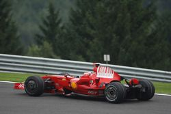Kimi Raikkonen, Scuderia Ferrari, F2008, Rear ala salió después de un giro