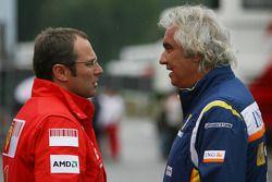 Stefano Domenicali, Ferrari Scuderia, Sporting Director y Flavio Briatore, Renault F1 Team, jefe del equipo, Director General