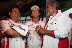 George Tadashi Yamashina, Vicepresidente de Toyota Motorsport, Jarno Trulli, Toyota Racing y Vijay M