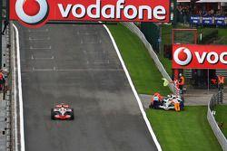 Jenson Button arrêté sur la piste