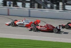 Championship contenders Helio Castroneves and Scott Dixon running together