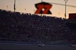 La nuit tombe sur la California Speedway