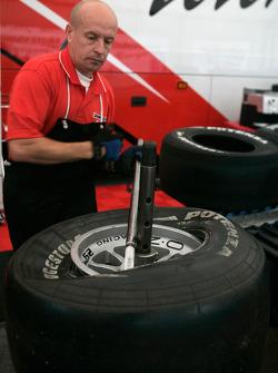 L'équipe Bridgestone au travail