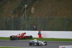 Kimi Raikkonen, Scuderia Ferrari se retira de la carrera después de un accidente