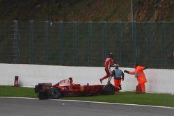Kimi Raikkonen, Scuderia Ferrari, F2008, choca