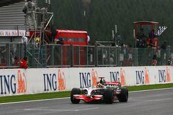Lewis Hamilton se lleva la bandera a cuadros