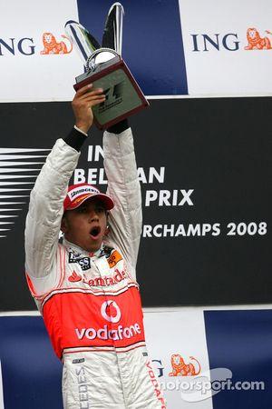 Ganador de la carrera Lewis Hamilton