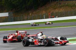 Lewis Hamilton, McLaren Mercedes, MP4-23 voor Felipe Massa, Scuderia Ferrari