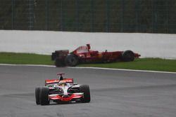 Kimi Raikkonen, Scuderia Ferrari, F2008, choca, Lewis Hamilton, McLaren Mercedes, MP4-23