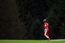 Kimi Raikkonen, Scuderia Ferrari, F2008, choca y se retira de la carrera