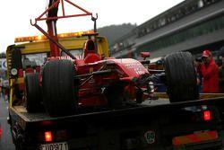 Auto chocado Ferrari de Kimi Raikkonen tras su accidente en la última vuelta