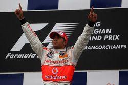 Podio: ganador de la carrera Hamilton