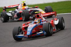 Bruno Senna devant Luca Filippi