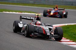 Kamui Kobayashi devant Pastor Maldonado