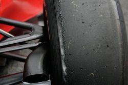 Bruno Senna et son pneu abîmé