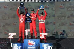 Podium: race winner Helio Castroneves, second place Scott Dixon and third place Ryan Briscoe