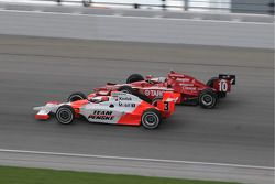 Helio Castroneves et Dan Wheldon ensemble