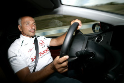 Riccardo Patrese conduit la Honda Civic Type-R