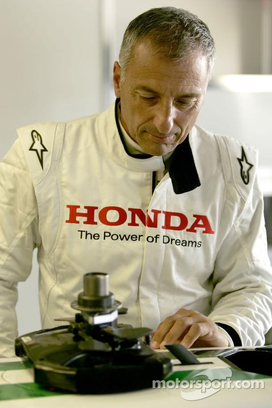 Riccardo Patrese checks the Honda RA107