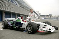 Riccardo Patrese poses with the Honda RA107