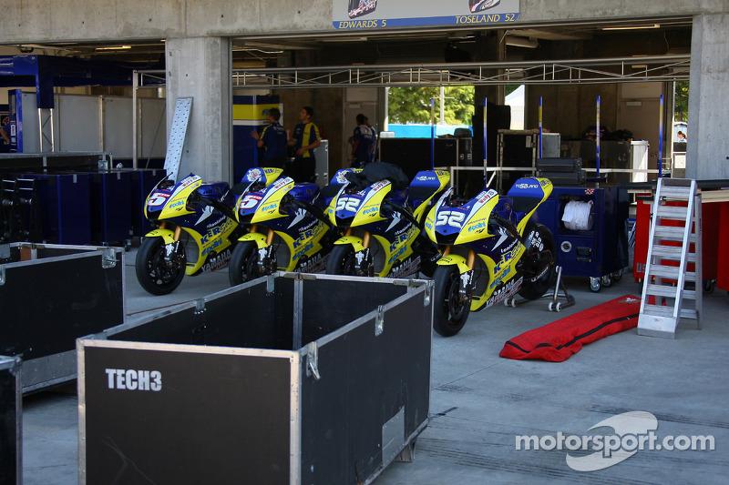 Мотоциклы #5 и #52 команды Tech 3 Yamaha MotoGP - Колина Эдвардса и Джеймса Тоузленд