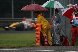 Fernando Alonso, Renault F1 Team et des officiels