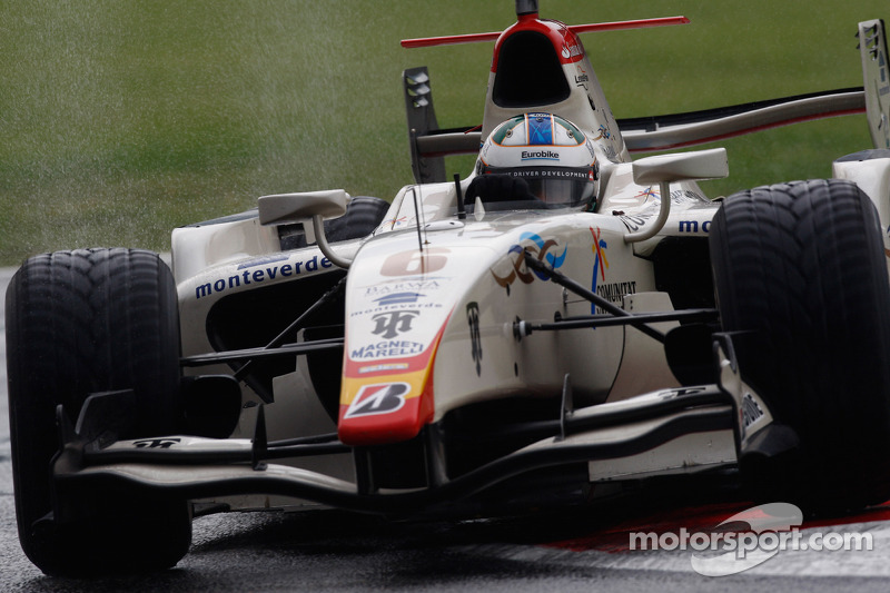 Em 2008, teve uma trajetória diferente. Originalmente Di Grassi não competiria na GP2, mas foi chamado na quarta rodada dupla para assumir a vaga na equipe Campos. Venceu três provas e lutou pelo título, mas ficou em terceiro.
