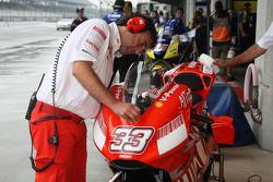 Ducati team miembros en el trabajo