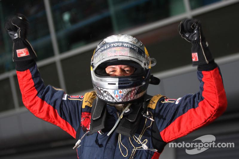 Sebastian Vettel (Toro Rosso): 21 años, 2 meses y 11 días