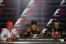 Conferencia de prensa: el autor de la pole position, Sebastian Vettel, Heikki Kovalainen y Mark Webber
