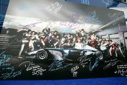 Les pilotes F1 et GP2 s'unissent pour la solidarité: les signatures et messages de solidarité des 26 pilotes GP2