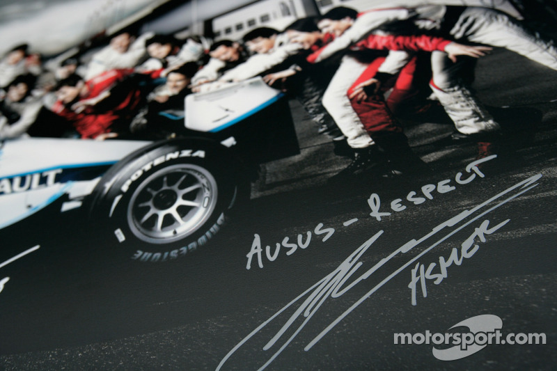 Formula One and GP2 Drivers unite for solidarity: Marko Asmer signature and message of solidarity