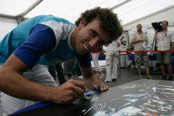 Les pilotes F1 et GP2 s'unissent pour la solidarité: Alberto Valerio