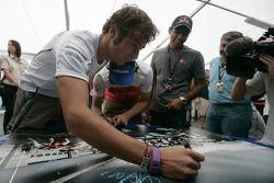 Les pilotes F1 et GP2 s'unissent pour la solidarité: Luca Filippi