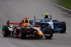 Sébastien Buemi devant Pastor Maldonado