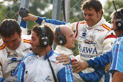 Barwa International Campos Team mechanics celebrate Lucas di Grassi victory