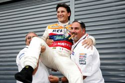 Giorgio Pantano celebrates winning the 2008 GP2 Series Title with Alfonso de Orleans Borbon, Racing Engineering) Team Principal