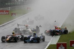 Accidente de Javier Villa, Racing Engineering, Vitaly Petrov, Campos Grand Prix y Andreas Zuber Piqu