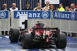 1. Sebastian Vettel im Parc Fermé